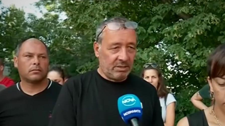 <p>Искат кметът&nbsp;да признае за убийство на пътя, протест в Костинброд</p>