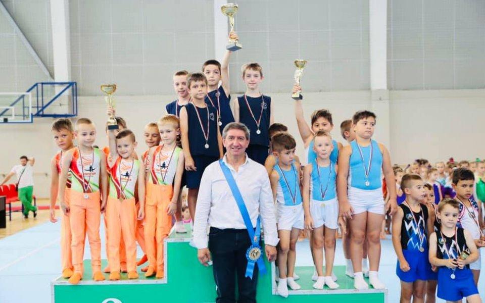 Над 100 състезатели във втория ден на държавното по спортна гимнастика