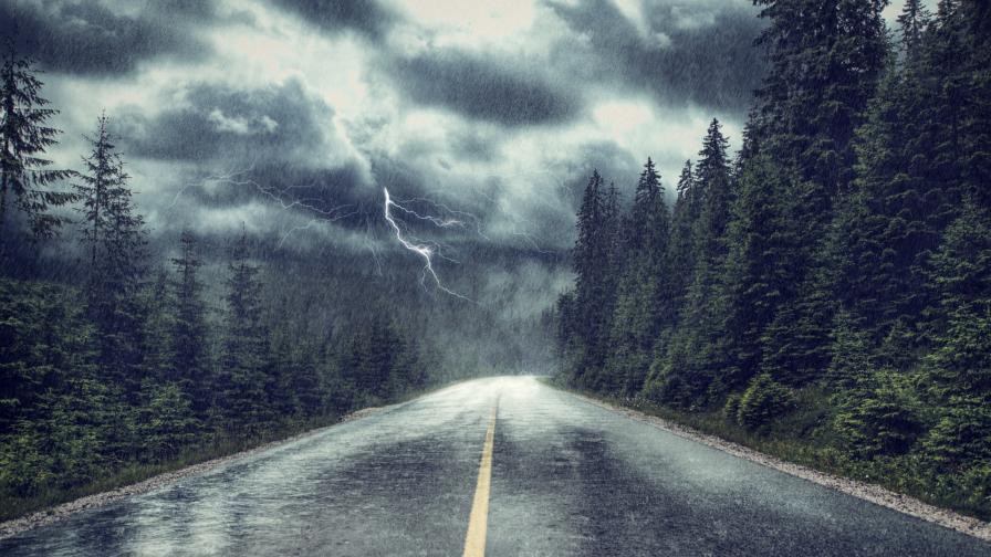 <p>Температурите падат, бури и валежи тази седмица</p>
