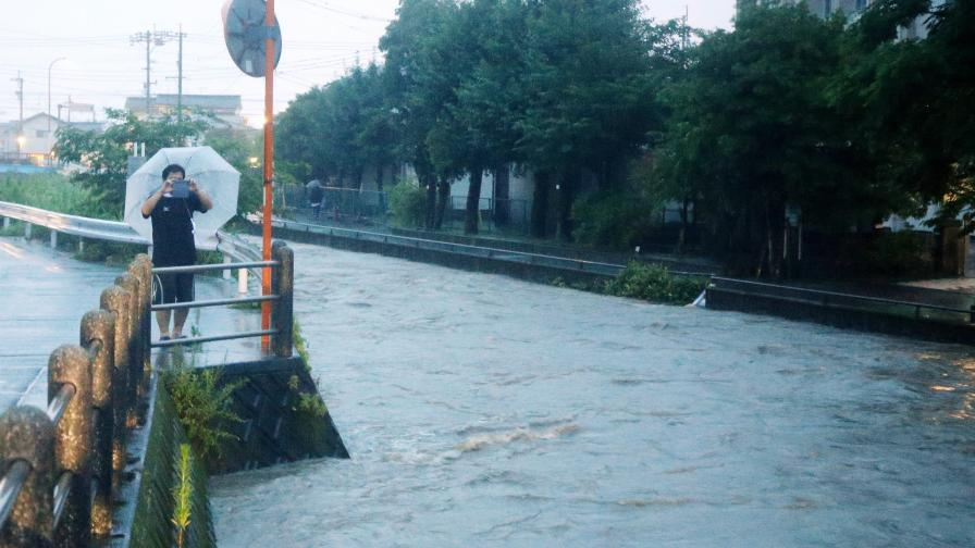 <p>Над 1 млн. евакуирани заради порои в Япония</p>