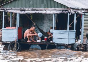 Десетки загинали при наводненията във Виетнам