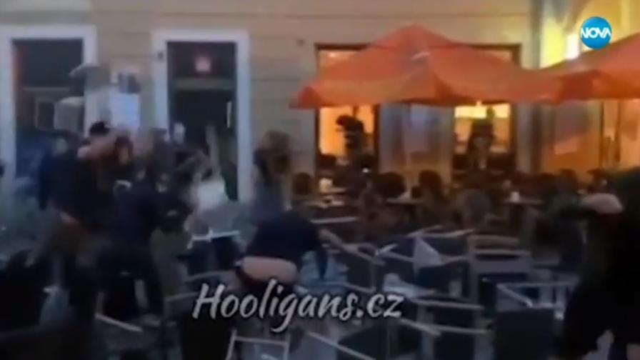 """Български фенове на """"Левски"""" и чужденци се биха в Братислава"""
