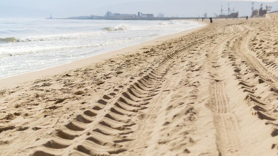 <p>Защо българите паркират върху плажа</p>