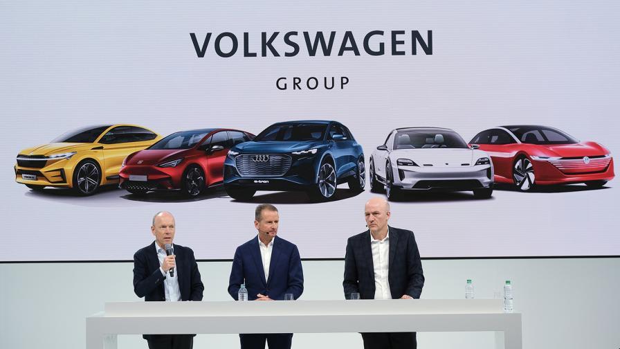 Херберт Диес (по средата), председател на борда на директорите на Volkswagen AG, обявява финансовите резултати на концерна за 2018 г.