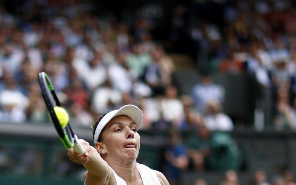 Атака на тенис топка
