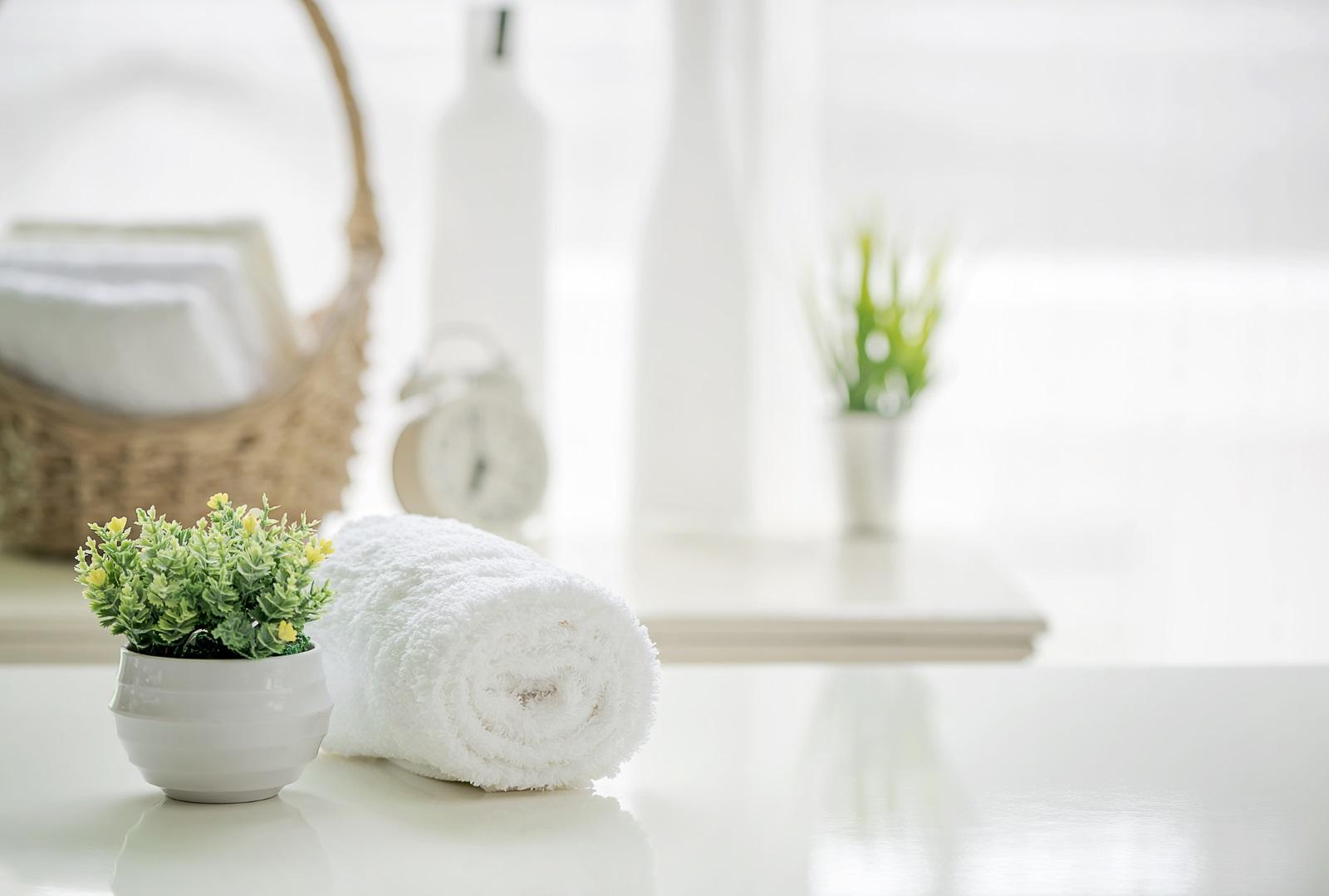 <p>Когато говорим за украса, банята вероятно е най-пренебрегваното помещение в дома. Изберете декорация в зависимост от големината на помещението.</p>