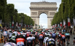 """Скандал на """"Тур дьо Франс"""": Арести след финала, допинг в стаите на участници"""