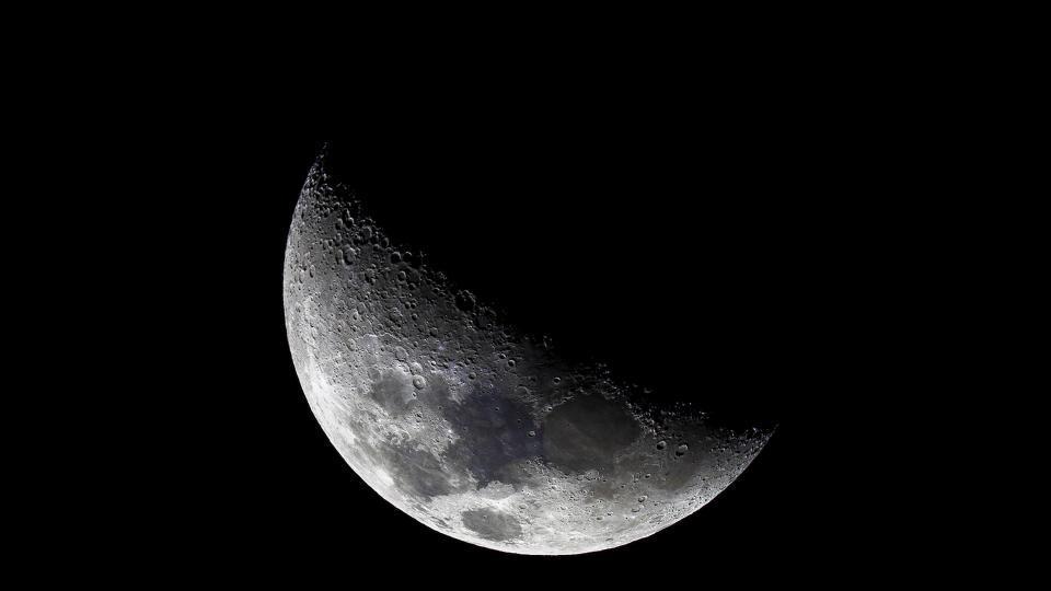 <p><strong>23, 24 август &ndash; Луна в Риби</strong></p>  <p>През този период всичко зависи от избора на пътя, поради което е толкова важно да се вслушваме в интуицията и да вземаме самостоятелни решения. Енергията на намаляващата Луна в Риби увеличава жаждата за себепознание и астролозите препоръчват да се занимавате с духовни практики, за да опознаете по-добре себе си и да намерите пътя, водещ към щастието.</p>