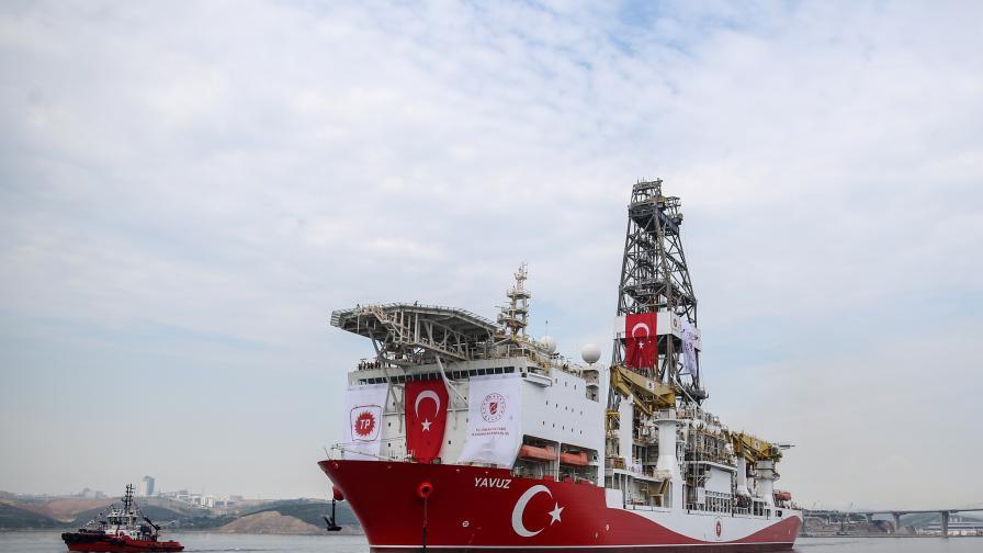<p>Турция нехае за заплахите на ЕС, праща още кораби към Кипър</p>