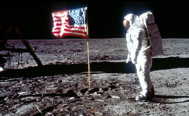 Кацането на Луната и протестът на бедните срещу пътуването в космоса