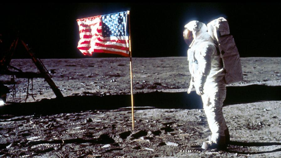 <p>Кацането на Луната и <strong>протестът на бедните</strong> срещу пътуването в космоса&nbsp;</p>
