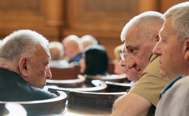 Депутати поискаха Радев и Борисов да дойдат в НС