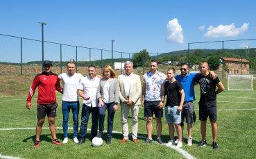 Кметът на София откри чисто ново игрище в Кремиковци