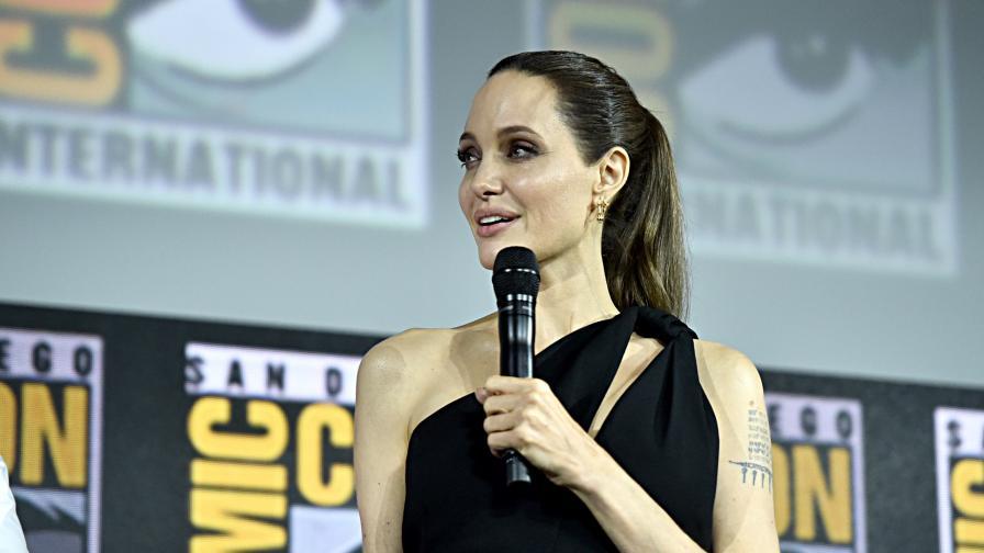 "<p><span style=""color:#ffbc00;"">Анджелина Джоли</span>&nbsp;с нова роля, изненада феновете</p>"