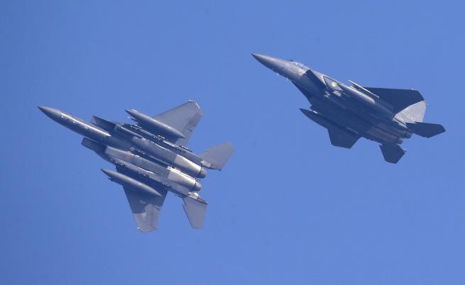 Руски военни самолети над Южна Корея