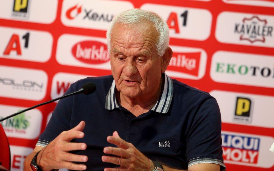 Люпко няма да пипа състава от последните два мача и в Украйна