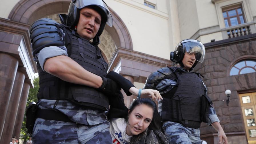 <p><strong>Над 1000 арестувани</strong> след протеста в <strong>Москва</strong></p>