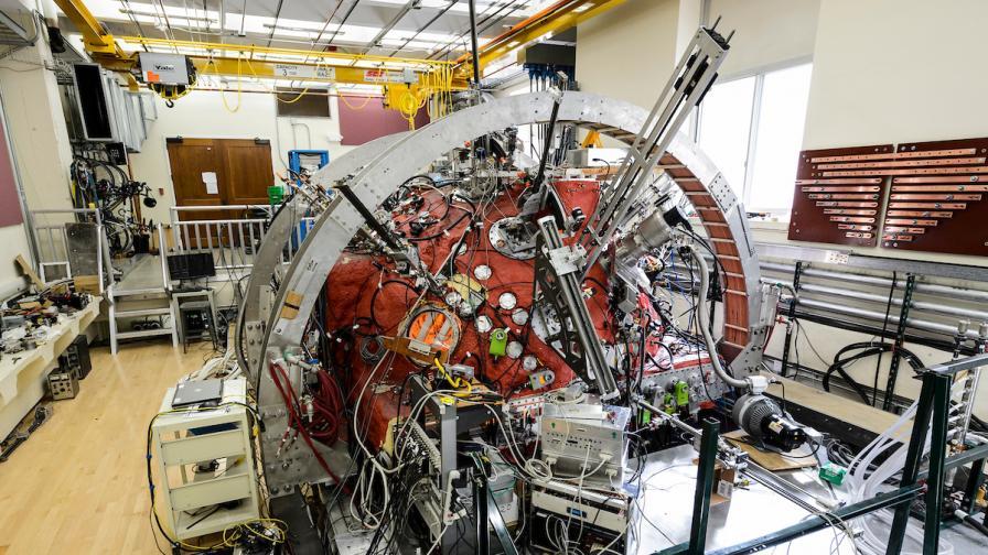 """Учени създадоха """"мини Слънце"""" на Земята"""