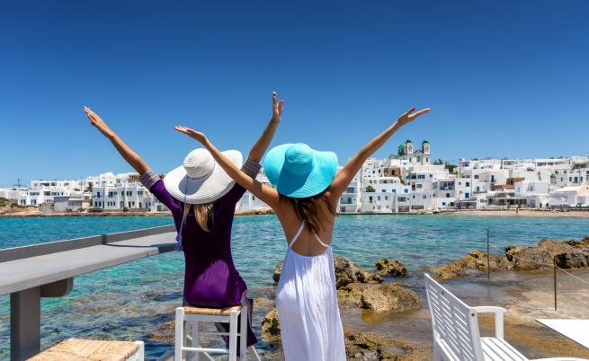 Две секси и богати сестри на ваканция (СНИМКИ)