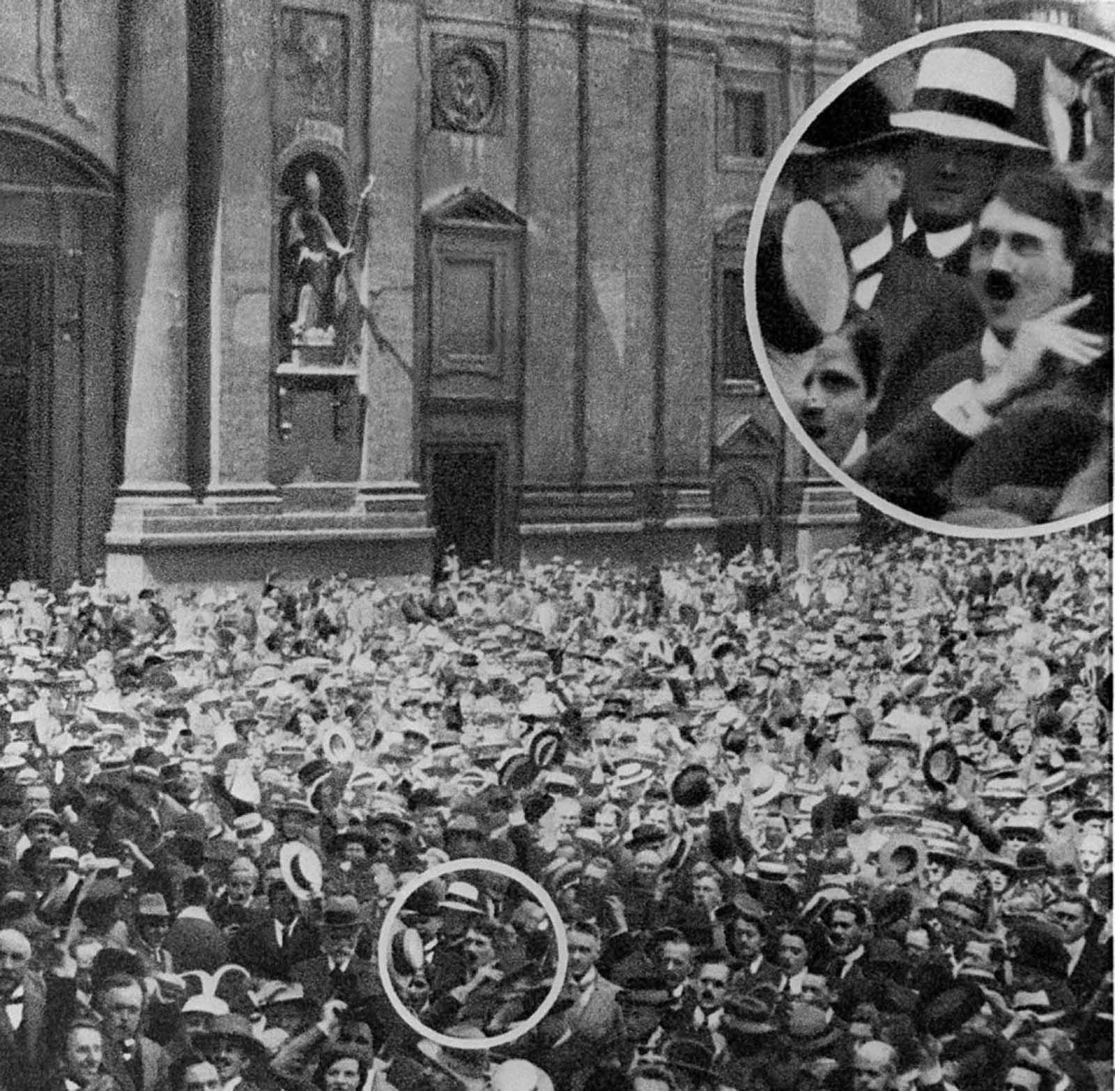 <p>В деня преди изборите за райхспрезидент през 1932 г. е публикувана снимка, на която под лупа се вижда Хитлер на Одеонсплац през 1914 г.</p>