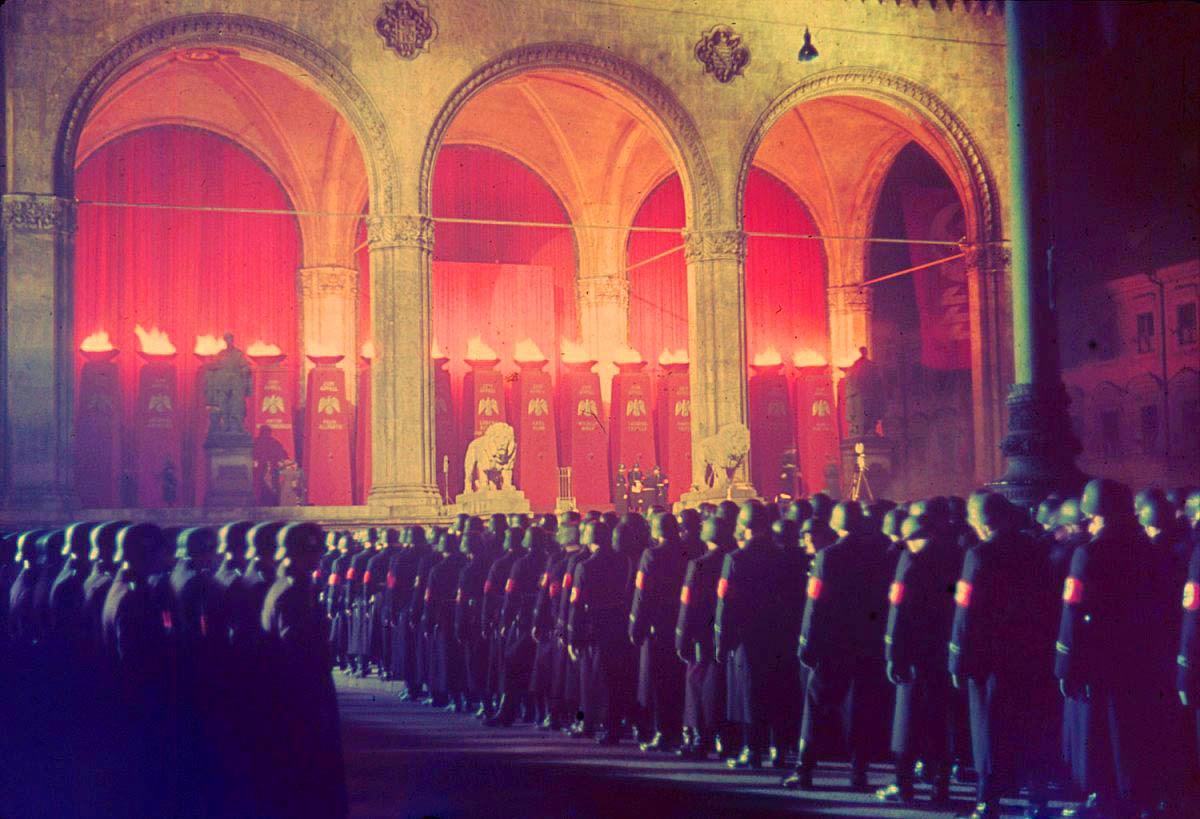 <p>1938, Мюнхен: Годишна военна церемония.</p>