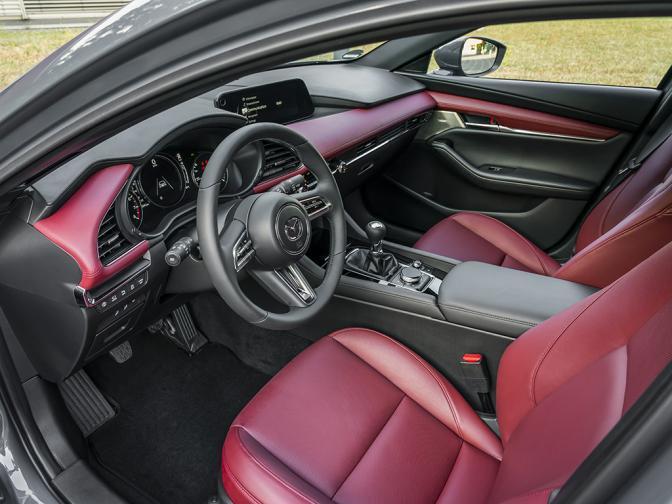 Mazda3 Skyactiv X галерия