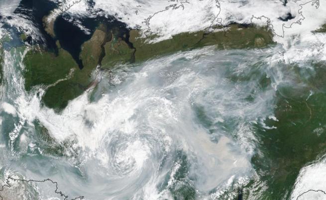 Снимка от космоса на горящата руска тайга.
