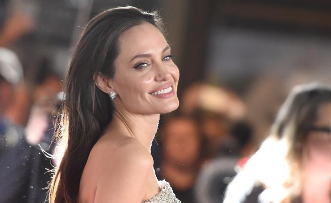 Анджелина с невероятна нова фотосесия