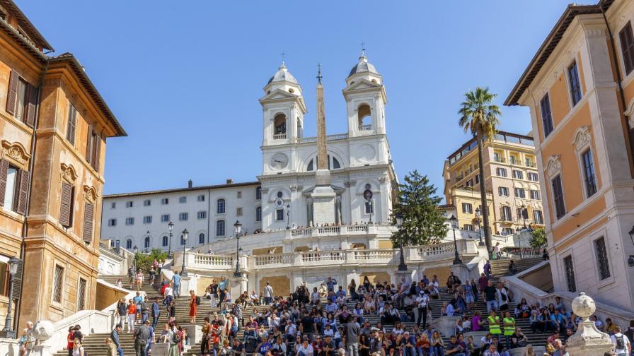 <p><strong>Забраниха сядането</strong> на Испанските стълби в Рим</p>