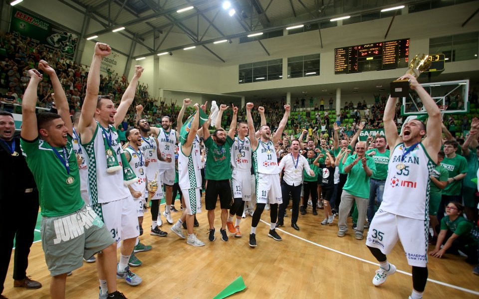 Балкан подписа с двама баскетболисти