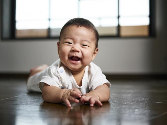 бебе бебета усмивка