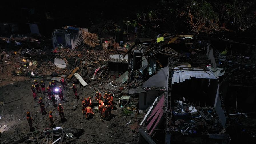 <p>Страшен тайфун удари Китай, жертви и изчезнали</p>