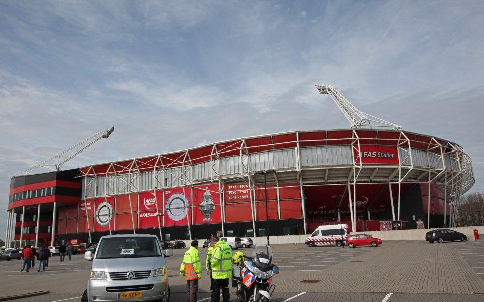 АЗ Алкмаар приема Мариупол в Хага след рухването на стадиона