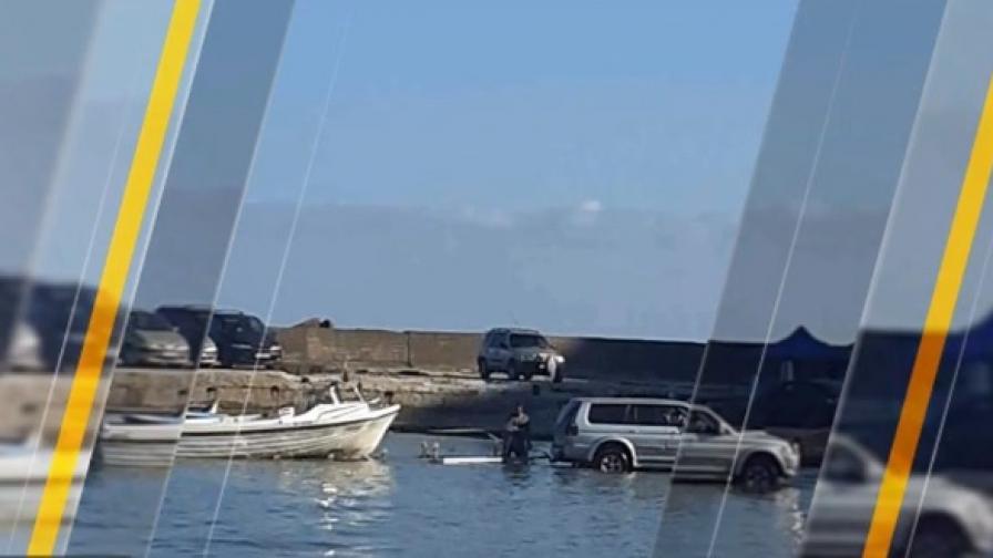 """Мъж влезе в """"Болата"""" с джипа си, за да си изтегли лодката"""