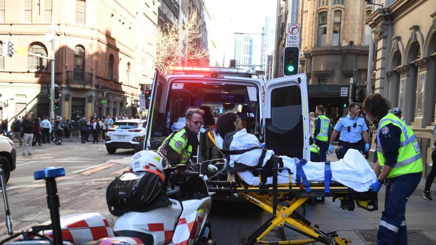 <p>Крещящ &bdquo;Аллах Акбар&rdquo; напада с нож жени в Сидни</p>