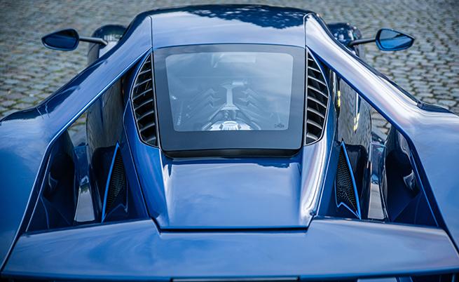 Макар и странно за подобен автомобил, но тук е монтиран 3,5-литров битурбо V6 с мощност 655 к.с. при 6250 об./мин и 750 Нм при 5900 об./мин, които се стоварват върху задните Michelin Pilot Sport Cup с размер 325/30 R20.