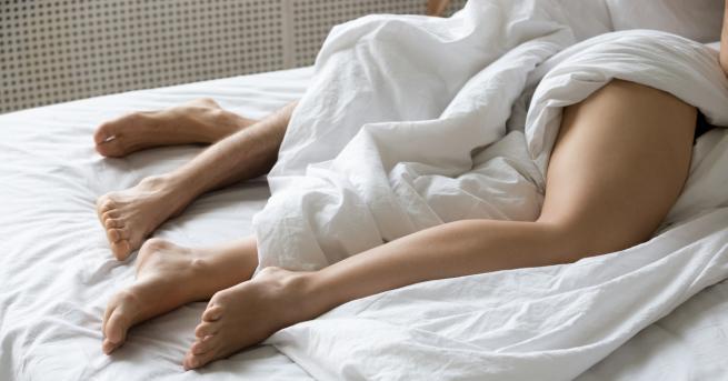 Снимка: 5 причини да спите чисто голи