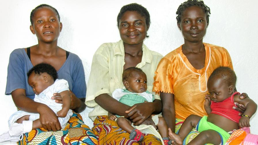 Конгоански майки с децата им