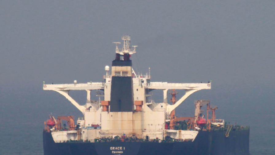 <p>Иран тържествува, Гибралтар освободи супертанкера</p>