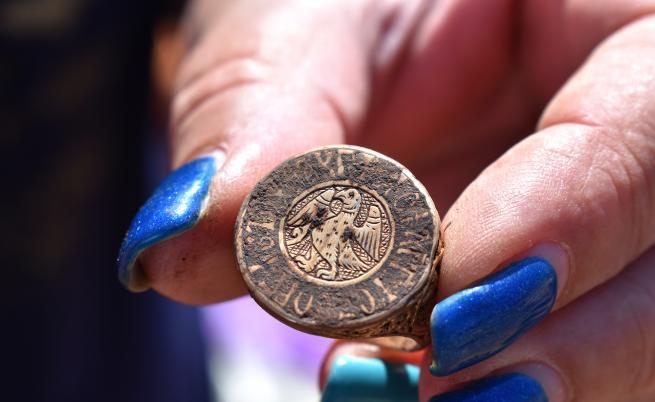 При редовните археологически проучвания на Калиакра е открито богато погребение от XIV век на неизвестен до момента аристократ Господин Георги Палеолог.