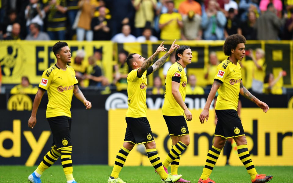 Въпреки че инкасира гол от съблекалните, Борусия Дортмунд зарадва феновете