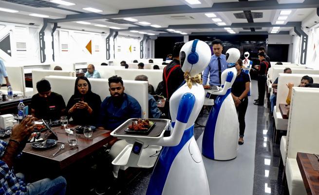 Роботите и хората ще работят заедно до пет години