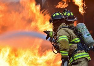 Пожари бушуват  на гръцките острови Евия и Крит