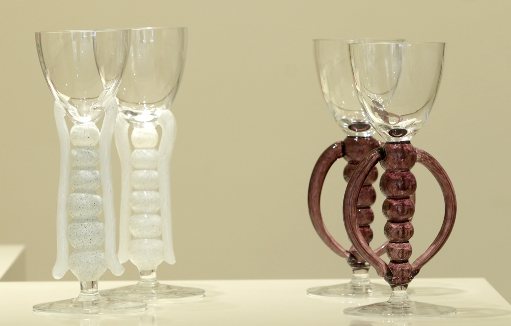 <p>Двойка скорпиони /в бяло и лалаво/ духан бохемски кристал</p>