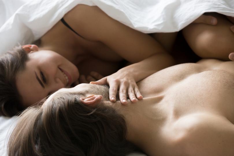 <p><strong>Мисионерската</strong></p>  <p>Издава несигурност, която обаче е типична, ако сте заедно отскоро. Обикновено сексът започва така, а как завършва, е въпрос на въображение.</p>  <p>Това е най-романтичната поза, защото двамата са прегърнати, гледат се в очите и всичко е много, много красиво.</p>  <p>Ако сте от години заедно и това продължава да е единствената поза, в която правите секс, имате нужда от освежаване.</p>