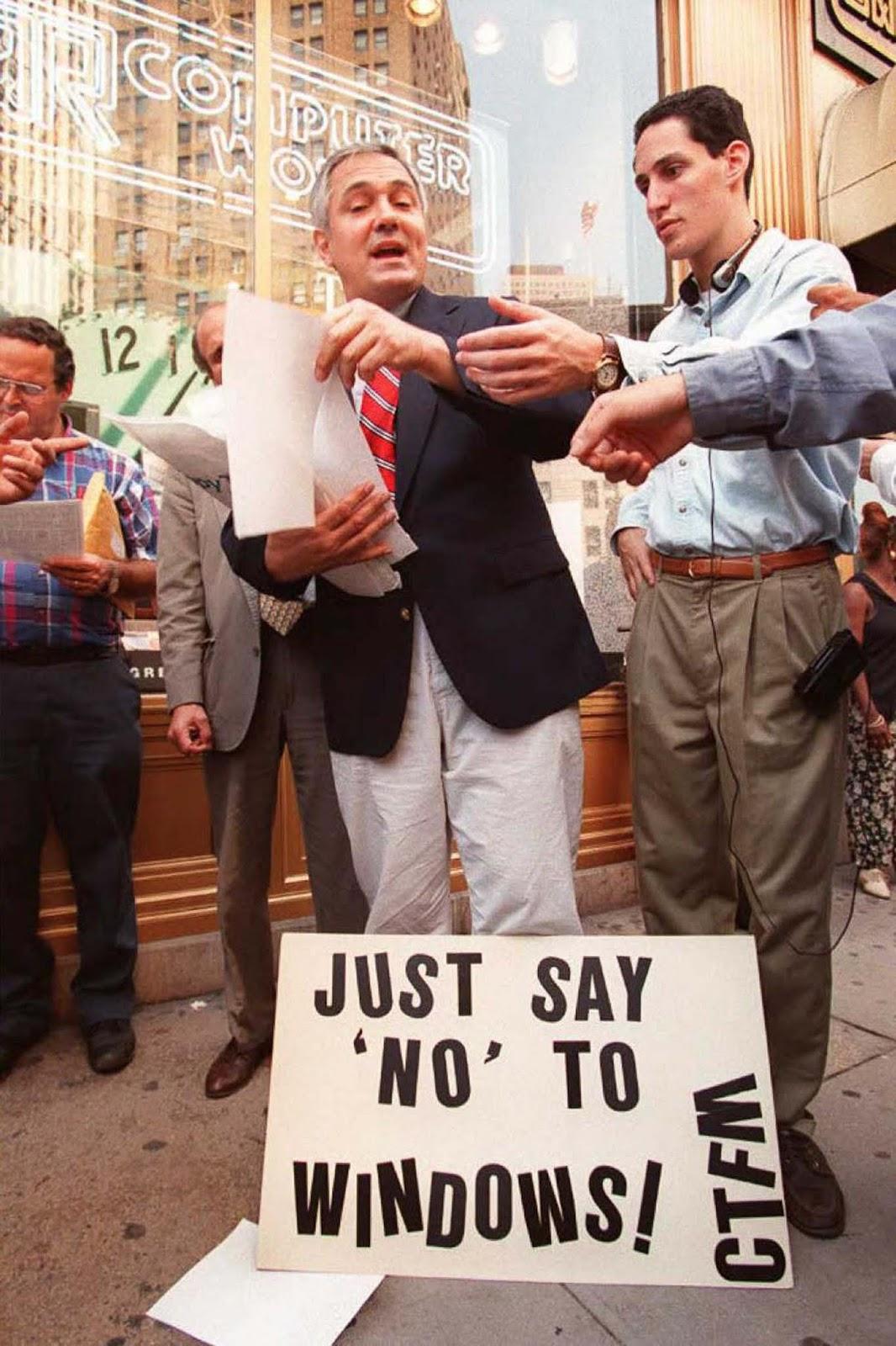 <p>Кампания срещу Windows 95 в Манхатън, твърдяща, че операционната система няма ъпдейти и има много скрити разходи по нея.</p>