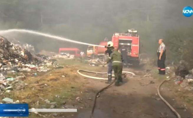 Пламъци 20 м във Велинград, запали се сметището, носи се миризма