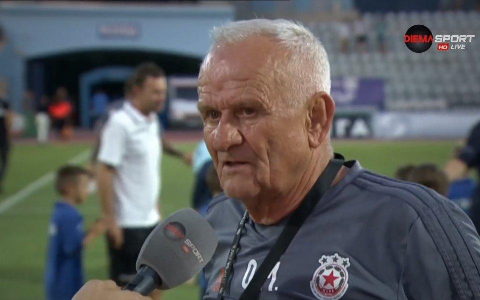 Треньорът на ЦСКА Люпко Петрович води мача с Дунав с