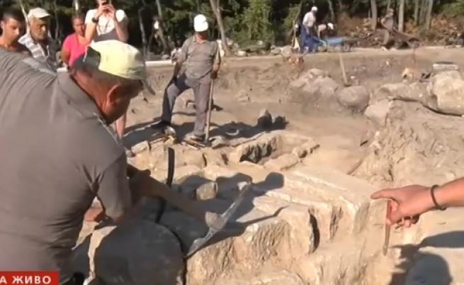 Още разкрити гробове на Перперикон, тайни находки от свещения град