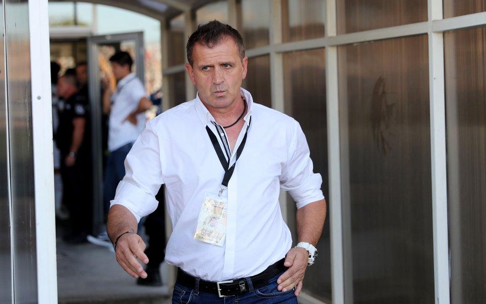 Локо Пд няма да оставя нищо на случайността срещу Балкан